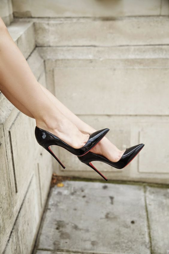 Ioanna's Notebook - How to make high heels comfortable