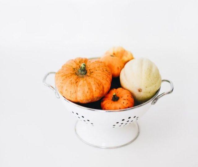 Μπορεί να βρίσκουμε σχεδόν τα πάντα στον πάγκο του μανάβη όλο το χρόνο αλλά είναι σημαντικό να ακολουθούμε την εποχικότητα. Δείτε εδώ ποιά είναι τα φρούτα και λαχανικά Οκτωβρίου και δημιουργήστε νόστιμα πιάτα με τις συνταγές που σας προτείνω.