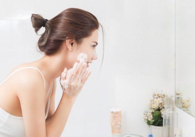 Ο σωστός καθαρισμός προσώπου είναι το Α και το Ω για να είναι η μετέπειτα περιποίηση που προσφέρετε στο δέρμα σας αποτελεσματική. Το κάνετε όμως σωστά;