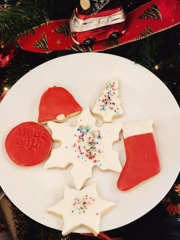 Best Ever Sugar Cookies - Νόστιμη συνταγή για μαλακά μπισκότα, που κρατούν το σχήμα τους και έχουν επίπεδη επιφάνεια για να τα διακοσμήσετε όπως θέλετε.