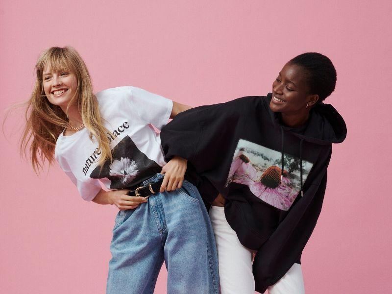 H Η&Μ ανακοίνωσε τη συνεργασία της με τη φωτογράφο, καλλιτεχνική διευθύντρια και supermodel, Helena Christensen, γνωστή για τις καθηλωτικές φωτογραφίες της