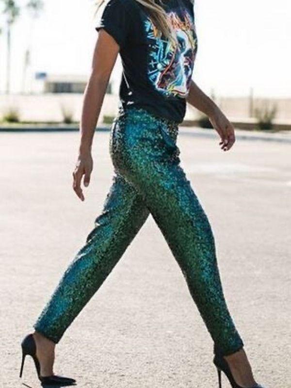 Πως να συνδυάσετε τα sparkly items μετά τις γιορτές και να τα εντάξετε στο καθημερινό σας ντύσιμο. Κομψά outfits και ιδέες για την μοντέρνα γυναίκα.