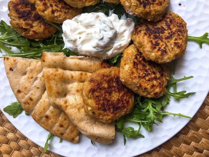 Μπιφτέκια λαχανικών, μια γρήγορη συνταγή με ελάχιστα υλικά. Ιδανική για ένα ελαφρύ γεύμα, για το ταπεράκι, ακόμη για το σαντουϊτσάκι σας!
