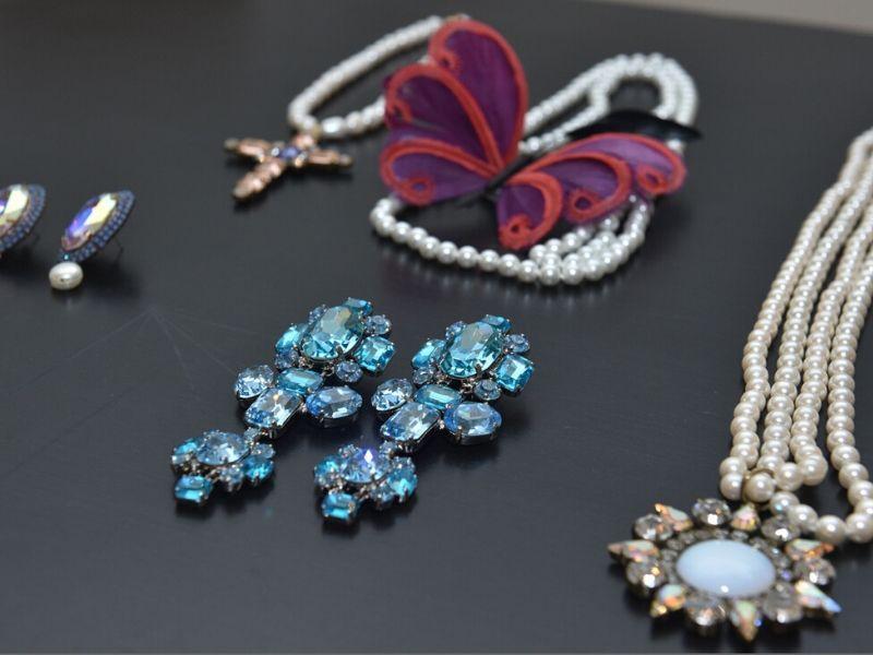 Την Δευτέρα 17 Φεβρουαρίου πραγματοποιήθηκε στο κομψό ατελιέ του Vassilis Zoulias η εντυπωσιακή αναδρομική έκθεση κοσμημάτων του δημιουργικού και πρωτοποριακού jewellery designer, Pericles Kondylatos.