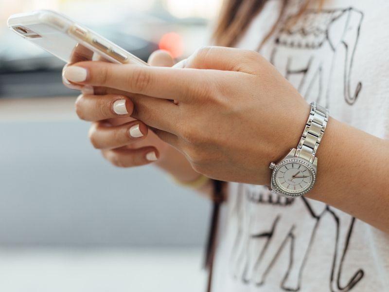 7 πράγματα για να κάνετε το βράδυ, αντί να κοιτάτε το κινητό σας - Ασχοληθείτε με πιο δημιουργικά πράγματα αντί να κάνετε ατελείωτο, ανούσιο scrolling.