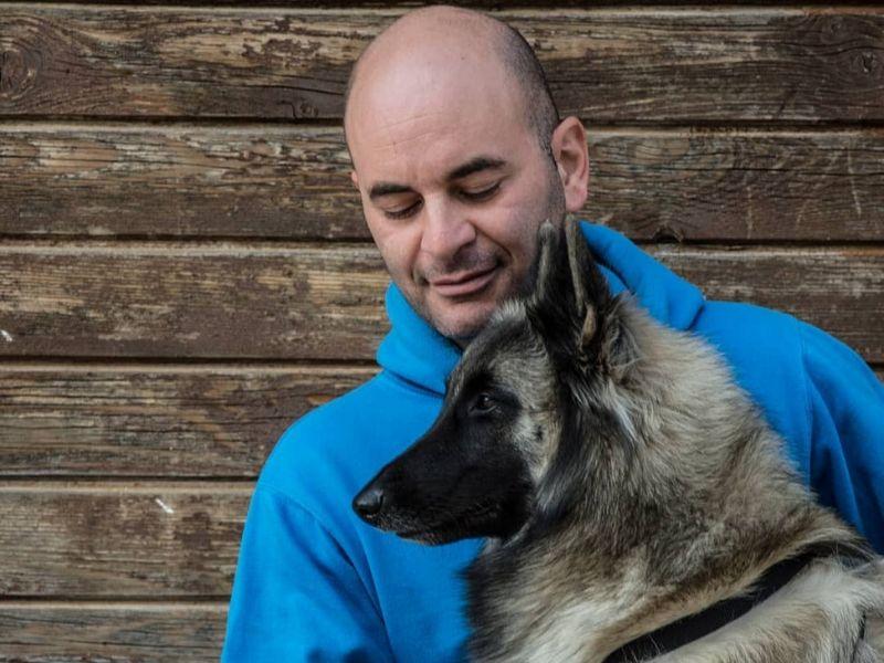 Ο Δημήτρης Τομαζίνος είναι πρόθυμος να σας βοηθήσει με την εκπαίδευση του σκύλου σας