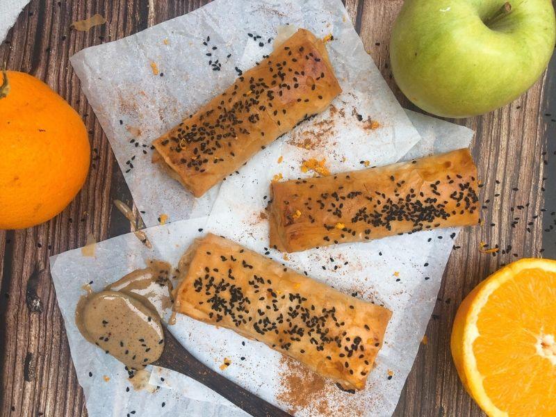 Νηστίσιμες «φλογέρες» μήλου - Γρήγορη, εύκολη και υγιεινή συνταγή, η οποία σας επιτρέπει «το παιχνίδι» με ό,τι υλικά έχετε στην κουζίνα σας.
