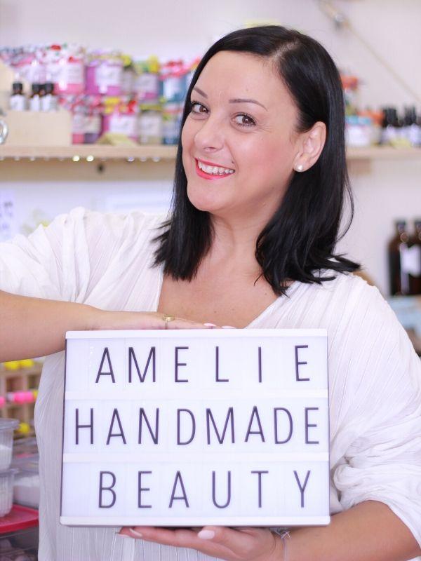 Η Ευσταθία, η πιο gourmet μαγείρισσα της ομορφιάς αφήνει για λίγο τις μαγικές κουτάλες της και μοιράζεται τα μυστικά επιτυχίας του Amelie Handmade Beauty και όχι μόνο.
