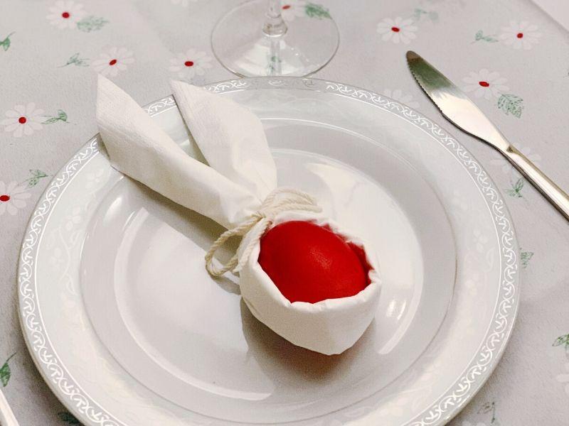 Πως να στολίσετε εύκολα και γρήγορα το Πασχαλινό τραπέζι χρησιμοποιώντας αντικείμενα που ήδη έχετε στο σπίτι σας.