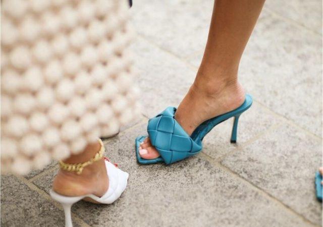 High vs. Low: Bottega Veneta Quilted Mules - Εντοπίσαμε υπέροχα, παρόμοιου στυλ παπούτσια σε τιμή-σοκ κάτω από 30€ που πρέπει οπωσδήποτε να αποκτήσεις!