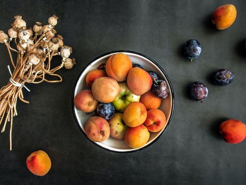 Τα φρούτα και τα λαχανικά του Ιουνίου μαζί με προτάσεις για να τα απολαύσετε. Γιατί είναι σημαντικό να ακολουθούμε την εποχικότητα στη διατροφή.