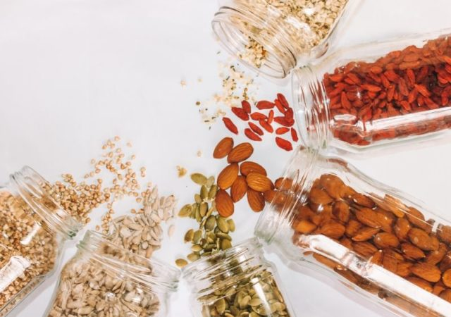 Ξηροί καρποί και αποξηραμένα φρούτα που ενισχύουν την άμυνα του οργανισμού από τα καταστήματα ERA