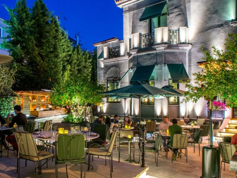 Cash Restaurant-Bar: H καλοκαιρινή περίοδος άρχισε με το opening του πιο όμορφου κήπου στα βόρεια προάστεια της Αθήνας, με ανανεωμένο menu και διάθεση, και όλα τα απαραίτητα μέτρα ασφαλείας.