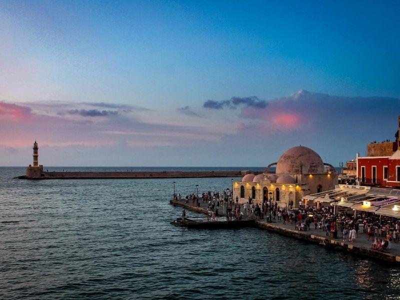 Η Κρήτη, μια «κιβωτός» σπάνιας φυσικής ομορφιάς, μεσογειακού πολιτισμού και ιστορίας σας προσκαλεί να την γνωρίσετε και να απολαύσετε μια μοναδική ταξιδιωτική εμπειρία.