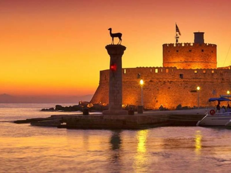 Ρόδος: Το νησί των ιπποτών, η πρωτεύουσα των Δωδεκανήσων, υποδέχτηκε αγαπημένους φίλους τον πιο ζεστό καλοκαιρινό μήνα!