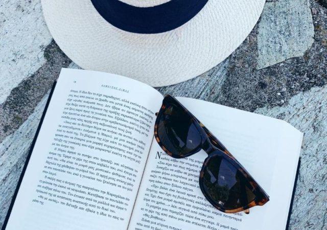 10 βιβλία που πρέπει να διαβάσεις αυτό το καλοκαίρι. Όλα καλογραμμένα, με υπέροχη πλοκή που εγγυημένα θα σας κρατήσουν την καλύτερη συντροφιά.