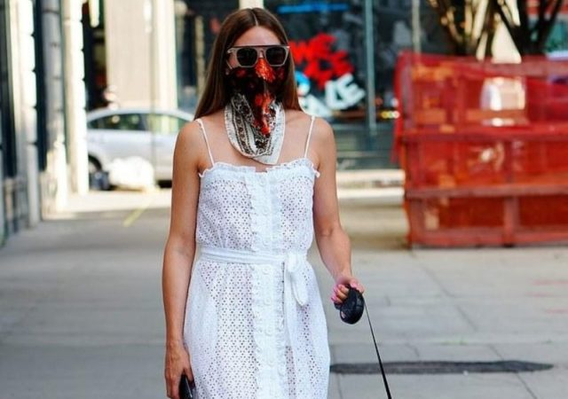 Get the Look - Η Olivia Palermo συνδύασε αυτό το υπέροχο λευκό embroidered maxi φόρεμα, με κεντημένα κίτρινα mules και στυλάτα γυαλιά ηλίου.