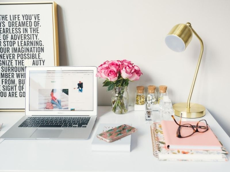 5 Συμβουλές για ομαλή επιστροφή στη δουλειά μετά τις διακοπές που θα σας βοηθήσουν να μπείτε γρήγορα και αποτελεσματικά ξανά σε workmode.