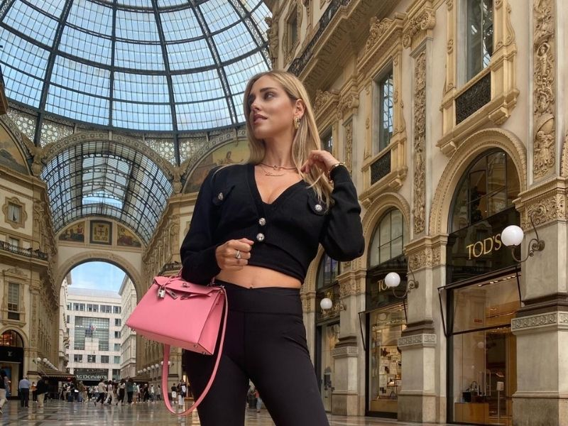 Get the Look: Chiara Ferragni - Η αγαπημένη Chiara Ferragni με casual look και legging από την FW20-21 Collection της Calzedonia.