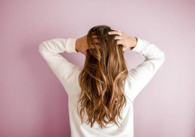 10 Μάσκες μαλλιών για επανόρθωση μετά το καλοκαίρι που προσφέρουν ενυδάτωση, επανόρθωση, θρέψη και λάμψη σε μαλλιά ταλαιπωρημένα από ήλιο και θάλασσα.