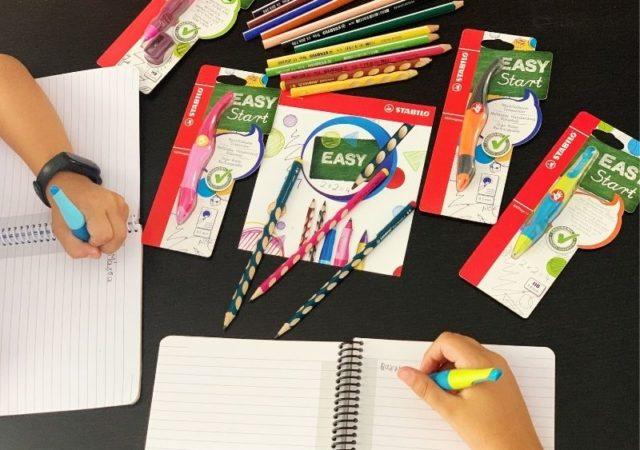 Συμβουλές για το πως θα βοηθήσετε το παιδί σας να βελτιώσει τον γραφικό του χαρακτήρα. Επιπλέον, σας προτείνω να εμπιστευθείτε και εσείς τα προϊόντα της σειράς STABILO EASYStart.