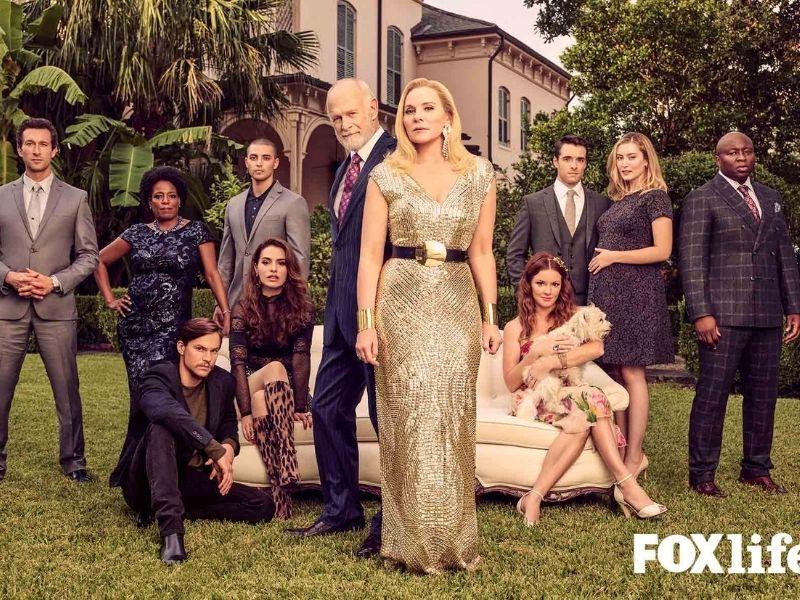 H νέα σειρά «Filthy Rich», με πρωταγωνίστρια την Kim Cattrall (Sex and the City), είναι ένα σκοτεινό οικογενειακό δράμα, όπου ο πλούτος, η εξουσία, η δόξα και η θρησκεία διασταυρώνονται με αφορμή μια αναπάντεχη κληρονομιά!