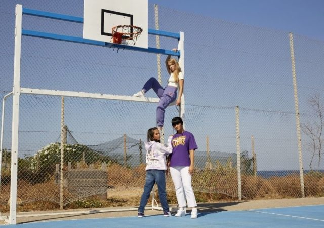 "NBA + Don't Call Me Jennyfer - Το NBA και η γαλλική μάρκα ένδυσης ""Don't Call Me Jennyfer"", λάνσαραν σήμερα τη νέα τους συλλογή."