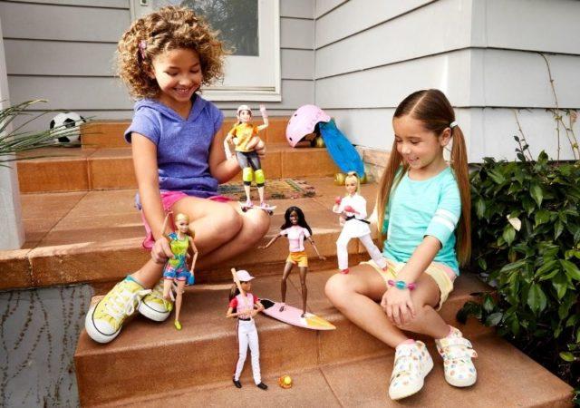 Νέα επιστημονική μελέτη δείχνει ότι το παιχνίδι με κούκλες οδηγεί τα παιδιά να αναπτύξουν την ευσυναίσθηση και δεξιότητες επεξεργασίας κοινωνικών πληροφοριών.