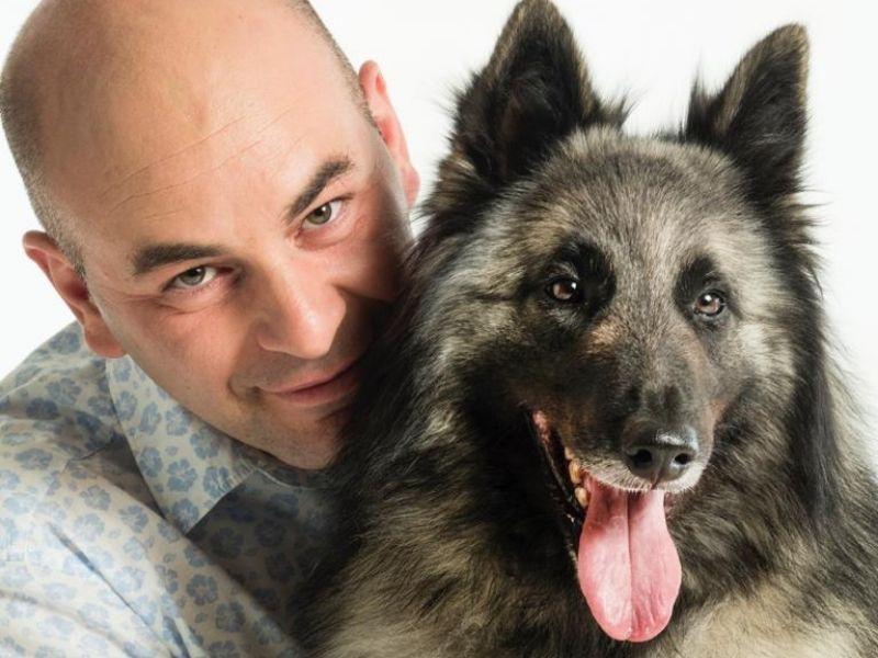 Ο Δημήτρης Τομαζίνος είναι ο ιδανικός εκπαιδευτής των μικρών μας φίλων και δημιουργός του πρότυπο πάρκο σκύλων FORESTland.