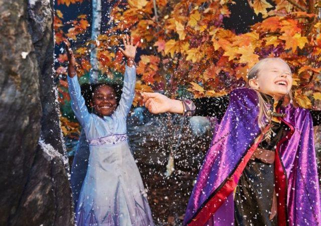 """Λονδίνο, Μιλάνο, Παρίσι ... Αρεντέλα; Η Frozen Εβδομάδα Μόδας ξεκίνησε. """"Λιλιπούτεια"""" μοντέλα μέσα από ένα """"kidwalk"""" σηματοδοτούν τις νέες συλλογές από τo Frozen 2 της Disney."""