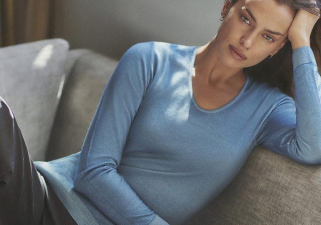 Εντοπίσαμε την εντυπωσιακή Irina Shayk με Falconeri και μάλιστα με 3 διαφορετικά looks. Η Irina Shayk επιλέγει τα αγαπημένα της πουλόβερ Ultralight Cashmere.