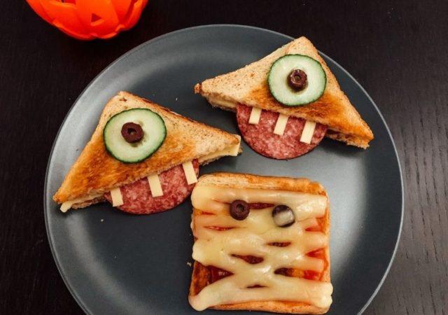 """Εύκολα, πεντανόστιμα και πάνω από όλα υγιεινά Halloween Snacks, για να τα φτιάξετε και να τα απολαύσετε με τα μικρά σας """"τερατάκια""""."""