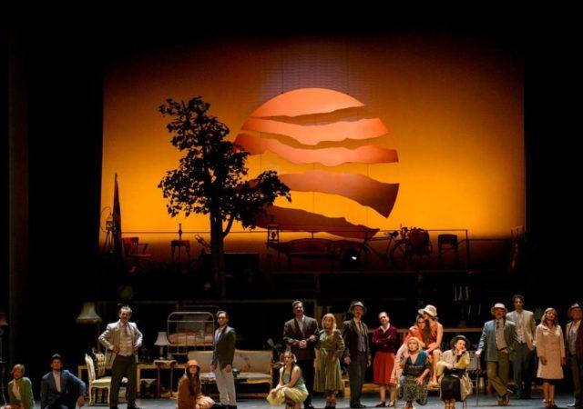 «Το Τρίτο Στεφάνι», σε σκηνοθεσία Κωνσταντίνου Μαρκουλάκη, με πρωταγωνίστριες την Μαρία Καβογιάννη και την Μαρία Κίτσου, έρχεται στο Θέατρο Παλλάς, από τις 16 Οκτωβρίου 2020.