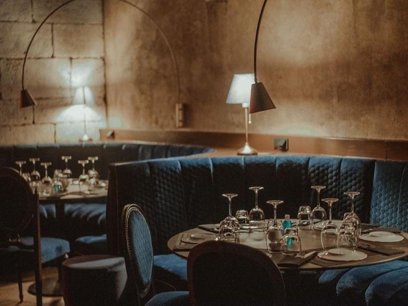 """VANDOM""- Το πιο ανατρεπτικό theater-restaurant της πόλης, συνδυάζει στιλ και κομψότητα σε έναν χώρο απαράμιλλης αισθητικής και διακόσμησης."