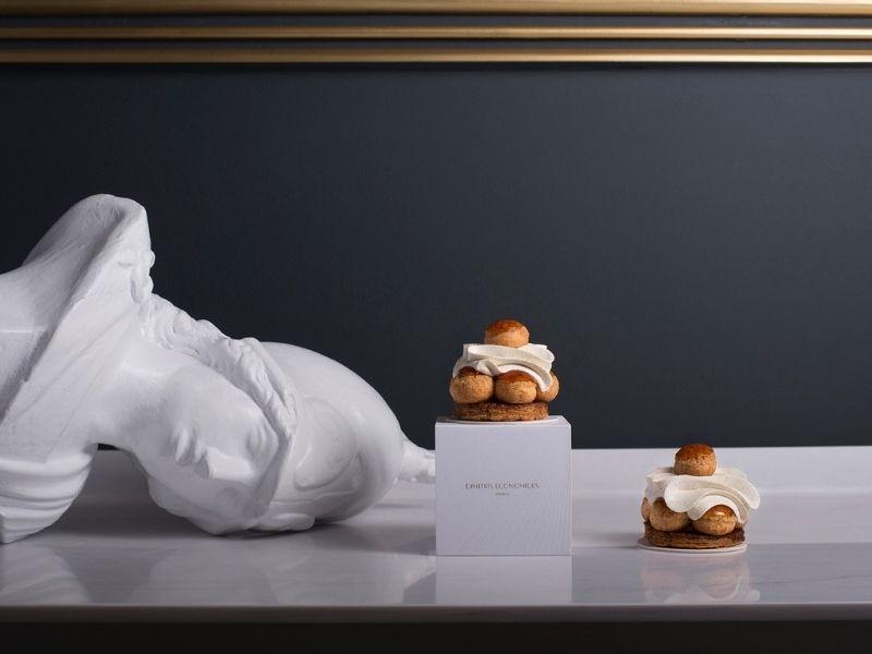 Dimitris Economides: η αρχιτεκτονική της γλυκιάς απόλαυσης - Μοναδικά γλυκά «αρχιτεκτόνημα» στο ζαχαροπλαστείο Dimitris Economides.
