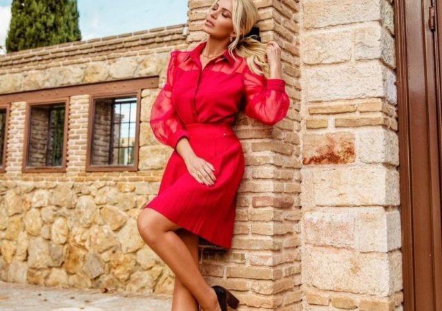 """Φωτιά στα κόκκινα by Κατερίνα Καινούργιου - Η Κατερίνα Καινούργιου επιλέγει total look της εταιρίας DOCA και είναι """"φωτιά στα κόκκινα""""."""
