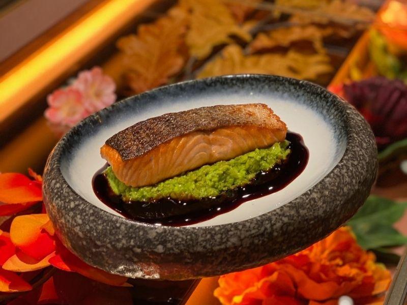 Το εστιατόριο Zuka φέρνει την υπέροχη εμπειρία γεύσεων στο σπίτι μας και υπόσχεται να το μετατρέψει στον απόλυτο γαστρονομικό προορισμό.