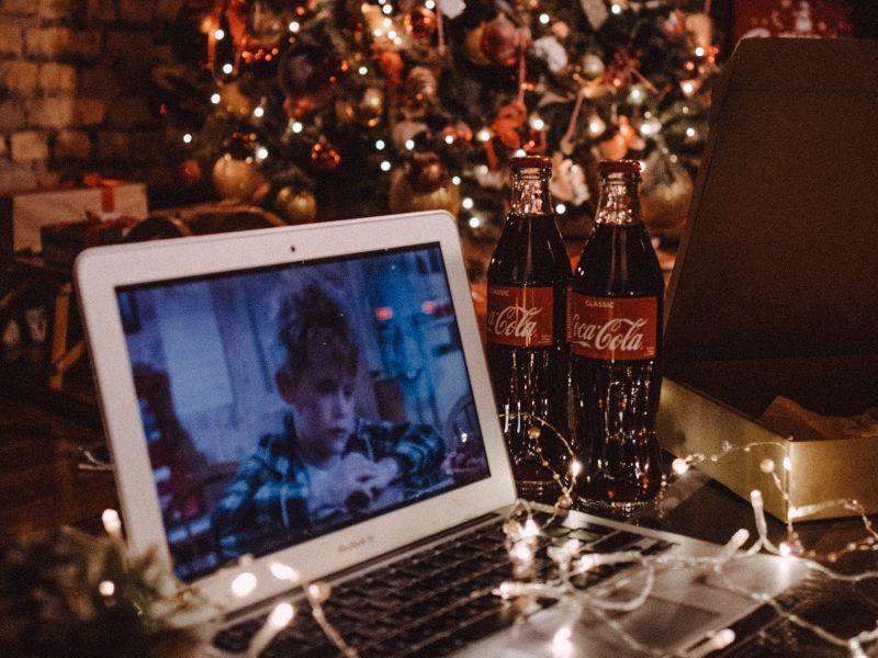 10+1 Αγαπημένες Χριστουγεννιάτικες Ταινίες για να όμορφα, ζεστά γιορτινά βράδια παρέα με ζεστή σοκολάτα και μπόλικες λιχουδιές.