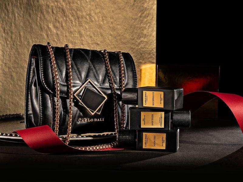 Xριστουγεννιάτικα δώρα CARLO DALI LONDON και προσωπικές αγορές με στυλ, από το αγαπημένο διεθνές luxury brand.
