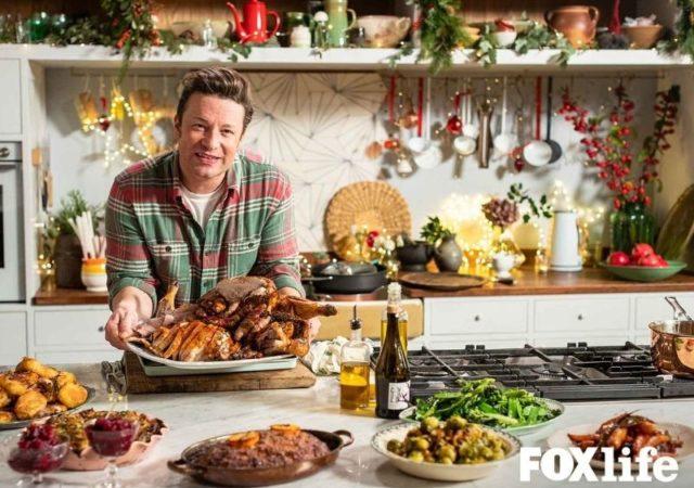 Ο Jamie Oliver και η Nigella Lawson επιστρέφουν για ένα γιορτινό τραπέζι μέσα από το Χριστουγεννιάτικο Γαστρονομικό Αφιέρωμα στο FOX Life.