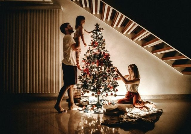 Απλοί τρόποι για να κάνετε τα Χριστούγεννα ξεχωριστά - Γιατί όλοι φέτος έχουμε ανάγκη αυτή τη μαγική χριστουγεννιάτικη χρυσόσκονη.
