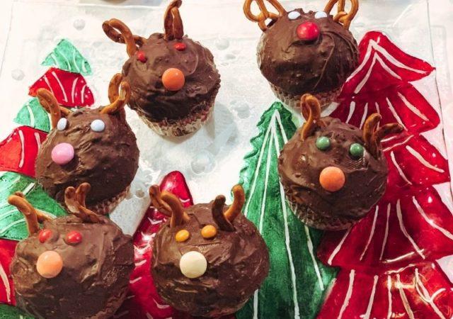 Αυτά τα πανεύκολα, σοκολατένια Cupcakes Ταρανδάκια θα εντυπωσιάσουν ακόμα και τους πιο απαιτητικούς καλεσμένους σας!
