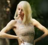Ο οίκος μόδας Kathy Heyndels παρουσίασε στο AXDW τις μοναδικές Spring-Summer 2021 δημιουργίες του αλλά και τη νέα Athleisure συλλογή.