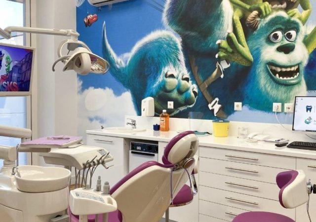 Το παιδοδοντιατρικό τμήμα στο ΟΔΟΝΤΙΑΤΡΙΚΌ ΑΘΗΝΩΝ είναι κατάλληλα διαμορφωμένο για να δουν τα παιδία την επίσκεψη σαν παιχνίδι!