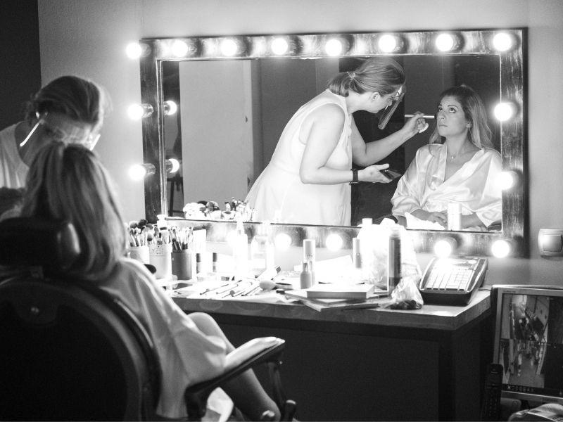 Πως να κάνετε το μακιγιάζ σας σαν επαγγελματίας - Μικρά μυστικά και συμβουλές για να κάνετε το μακιγιάζ σας σαν επαγγελματίας makeup artist.