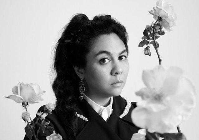 """Η Η&Μ με ιδιαίτερη χαρά ανακοινώνει μια """"συνεργασία ορόσημο"""" με την Ιρλανδή Σχεδιάστρια Simone Rocha δημιουργώντας τη συλλογή Simone Rocha x H&M."""