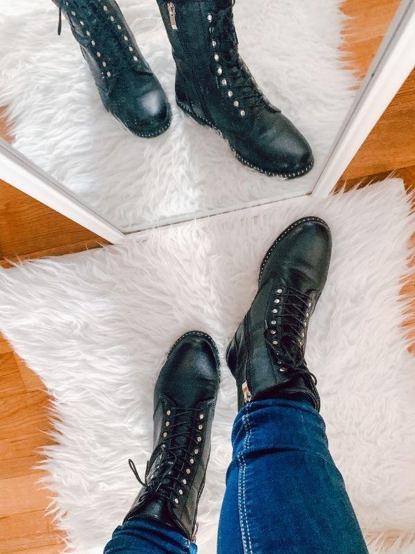 Πως να φορέσετε τα combat boots ή αρβυλάκια μια από τις πιο δυνατές τάσεις στα παπούτσια την φετινή σεζόν που σίγουρα θα μείνει για πολύ.