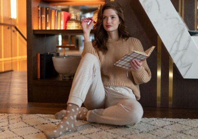 Comfy Chic Homewear από άνετα ισοθερμικά υλικά, με γοητευτικές λεπτομέρειες για τους πιο κρύους μήνες του χρόνου.