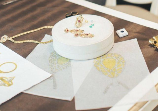 «IORDANIS Jewelry» για «Το Χαμόγελο του Παιδιού» Το Κοσμηματοπωλείο προσέφερε από ένα μαργαριταρένιο κολιέ στα 120 κορίτσια του Οργανισμού.