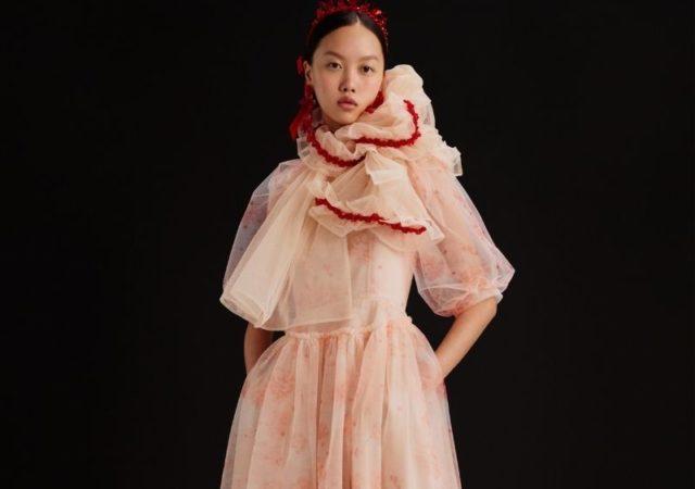 H Η&M και η Simone Rocha με περηφάνεια αποκαλύπτουν το πλήρες Simone Rocha x H&M Lookbook. Μια μοναδική συλογή για όλους.